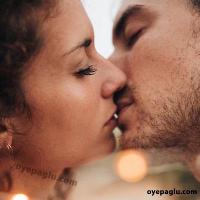 Love kissing dp